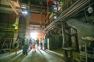 Журналистам показали производственные помещения завода