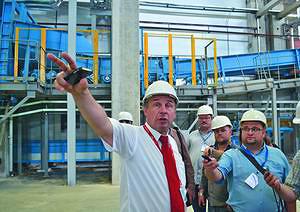 Валерий Пучков проводит экскурсию по предприятию