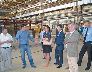 Директор «УралЛесПром» Андрей Соколов отвечает на вопросы делегации