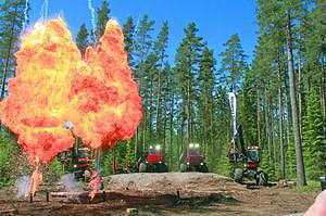 Огненное шоу на стенде Komatsu. Elmia Wood 2013