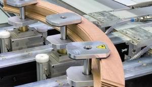 Рис. 5. Клеммные захваты для закрепления брусковой детали на столе обрабатывающего центра