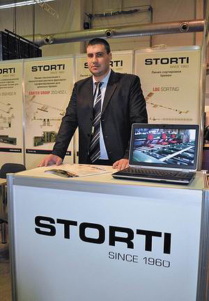 На стенде компании Storti (оборудование для лесопиления и производства деревянных поддонов)