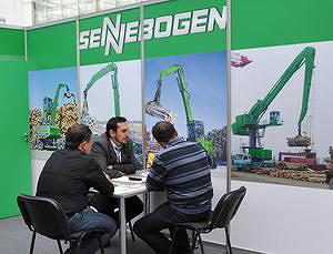 На стенде компании Sennebogen (перегружатели)
