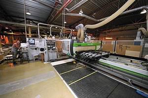 Обрабатывающий центр Biesse Rover C9 используется для фрезеровки, присадки и кромкооблицовки криволинейных деталей