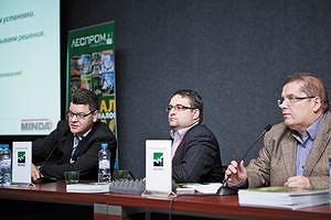 Слева направо: Аркадий АЛЕКСЕЕВ (Minda), Олег ПРУДНИКОВ (ЛесПромИнформ), Александр ПОГОРЕЛЬЦЕВ (ЦНИИСК)