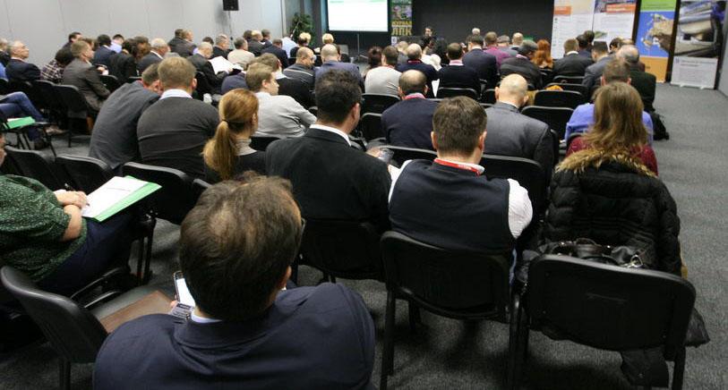 Аудитория конференции по плитам OSB